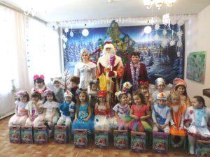 Праздник «Новогодние огоньки» в группе «Непоседы»