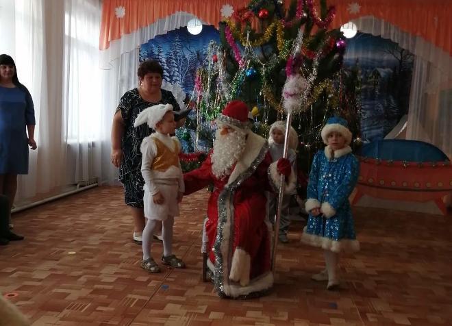 Праздник «Новогодние приключения инопланетян на шоу талантов»