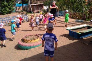 Развлечение с малышами  «День дружбы»