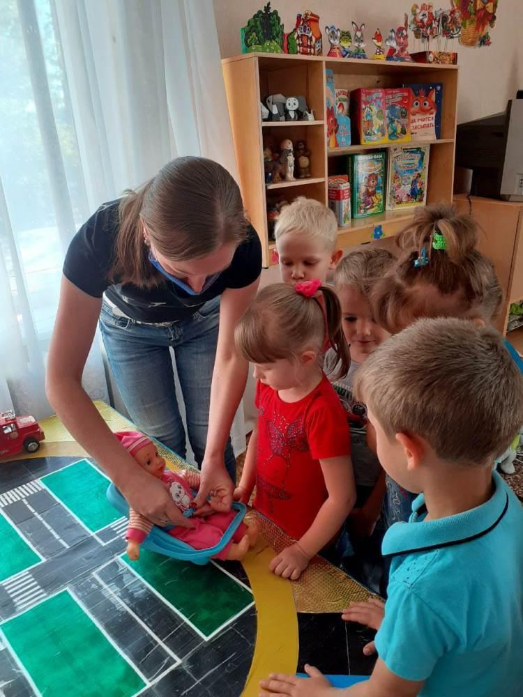 Проект в средней группе  «Учим ПДД играя»