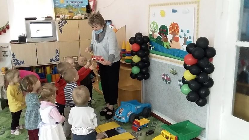 Изучаем ПДД с малышами группы «Яблонька»