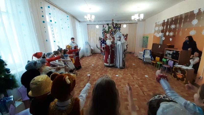 """Праздник """"Новогодние гости"""" в  подготовительной группе"""