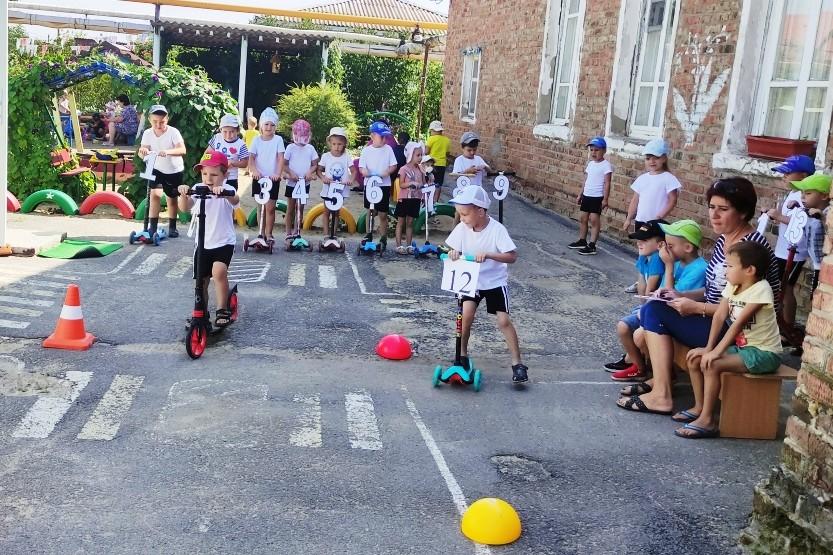 Спортивные соревнования  «Веселый самокат»